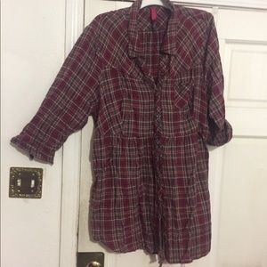 Mostly cotton plaid tunic shirt with snap closures